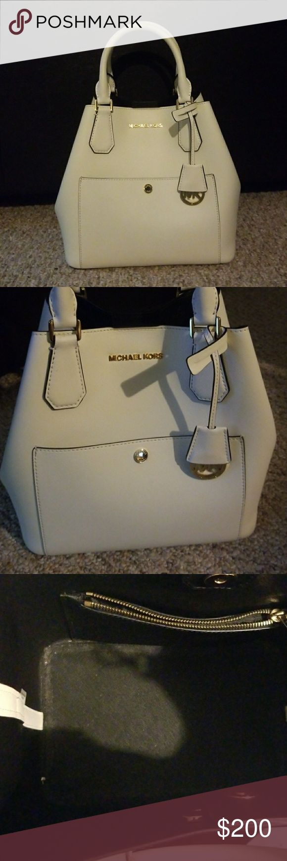 White greenwich Michael Kors bag Greenwich  large saffiano leather satchel No stains or scratches. Excellent condition. Gold hardware. 💥Make an offer 💥 price is negotiable 🚫No trades Michael Kors Bags Satchels