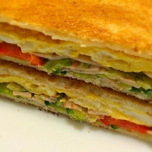 今朝のお・は・よ・うサンドは昨夜のゴーヤサラダに卵焼きを挟めました。 まずまずの味でお腹いっぱい。 - 157件のもぐもぐ - 今朝の お・は・よ・うサンド      卵焼き&ゴーヤサラダ by mottomotto