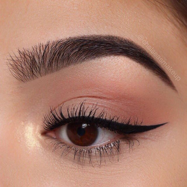 """Brows: @anastasiabeverlyhills • Brow Wiz in """"Ebony"""" Eyes: @hudabeauty • textured eyeshadow palette rose gold edition (sandalwood and henna in the crease and outer v, moon dust in the inner corner and brow bone) Liner: @anastasiabeverlyhills • waterproof cream colour in """"jet"""" Mascara: @toofaced • better than sex"""