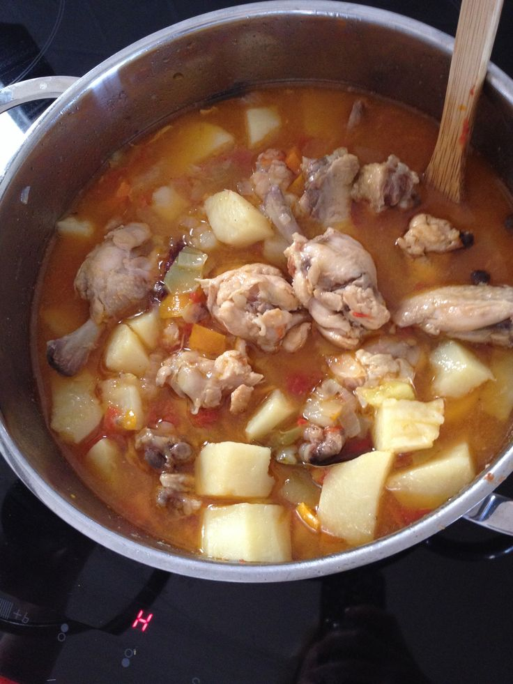 Jarkoe with chicken, potatoes and tomatoes