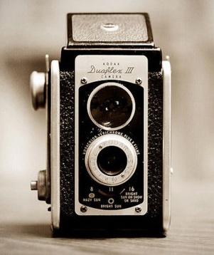 vintage camera loveBlack Cameras, Black And White, Family Photos, Vintage Cameras, Black White, Cameras Photography, Reflexive Cameras, Photography Equipment, Old Cameras