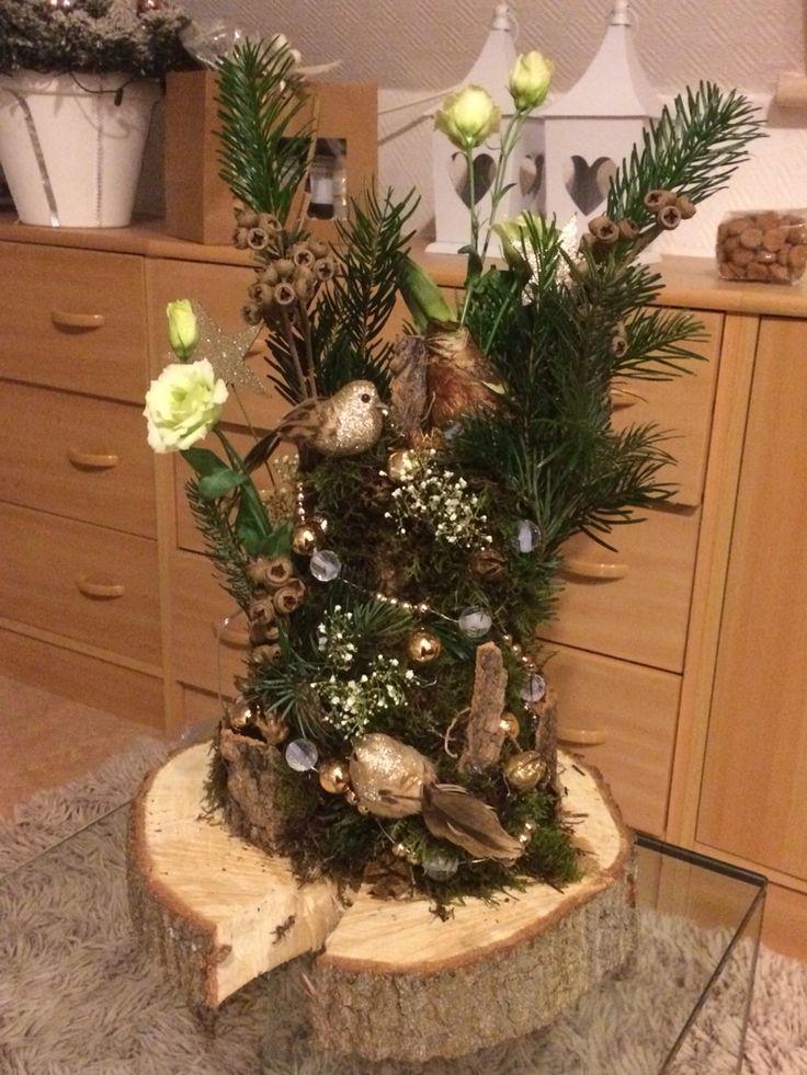 Kerststuk op boomstamschijf Zelf gemaakt