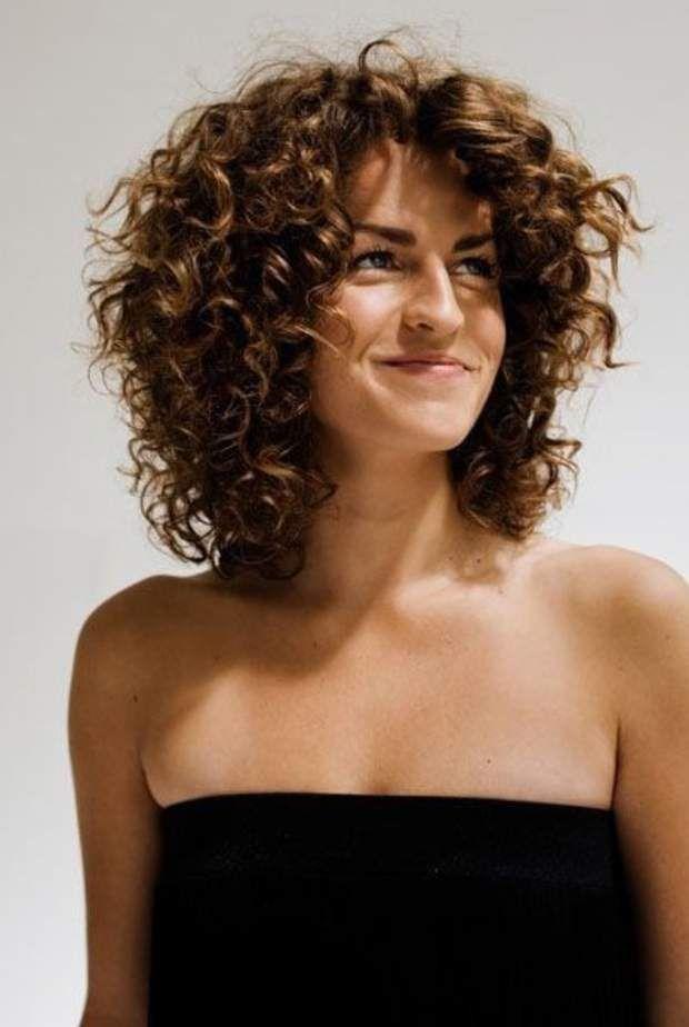 Permanente : la tendance coupe de cheveux fait son retour | Coupe de cheveux, Coiffure cheveux ...