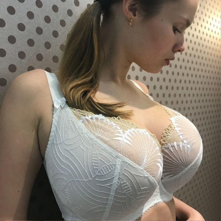 Трах своей девушки с большой грудью меряют нижнее белье массажистка