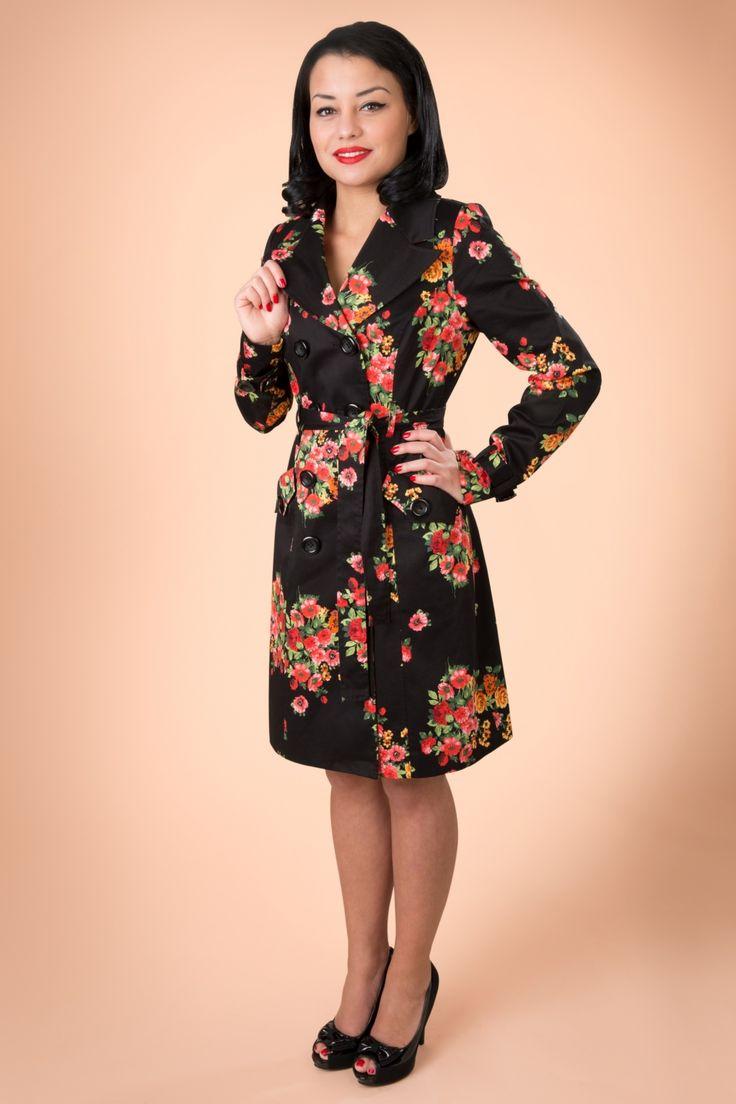 Edith & Ella Flower Trenchcoat in Black. Deze jas weet zelfs de meest grauwe, regenachtige dag op te fleuren. Bij TopVintage helaas uitverkocht, maar volgens mij nog wel verkrijgbaar bij VeryCherry.