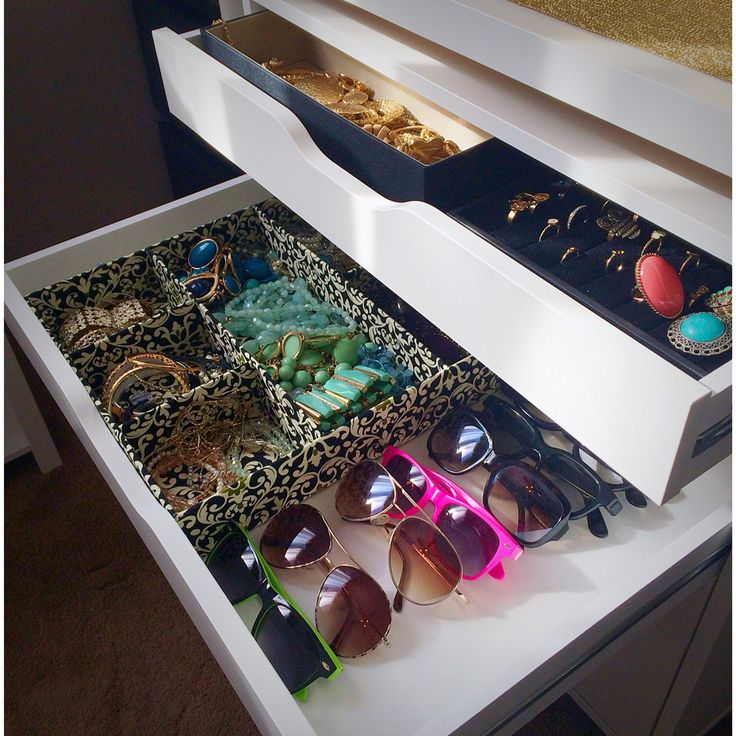 How to store sunglasses & necklaces. Jewelry holder from Marshals. Draw from ikea