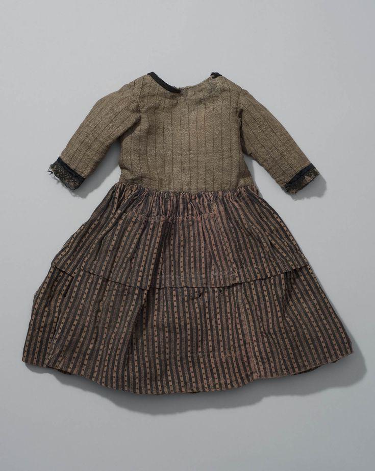 jurkje van klein meisje uit Overijssel