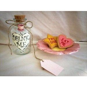 Alice in Wonderland party ideas :) Las galletas las puedes hacer fácil...ya q estas experta ;)