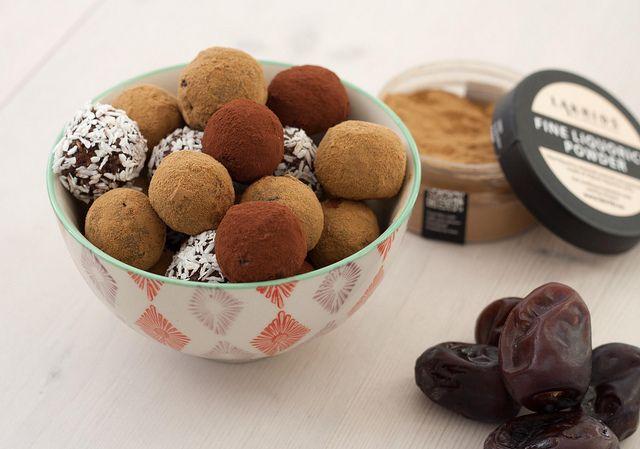 Dadelkugler med lakrids // Healthy truffles with dates & liquorice