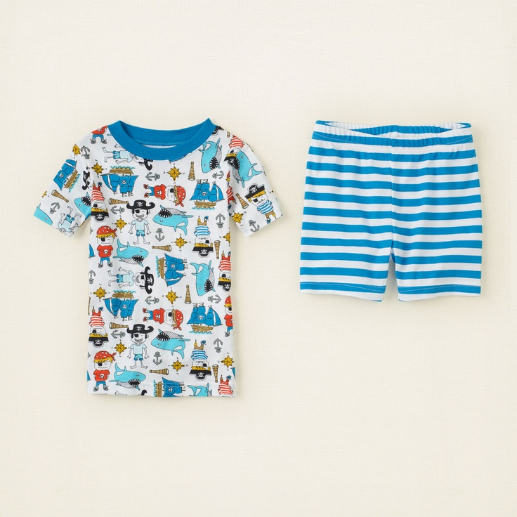 With this comfy pirate ship-printed kid's long john set, your little one will be saying