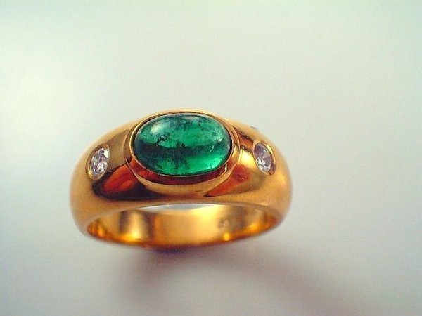 #18ct #yellow gold Cabochon Colombian #Emerald and #Diamond ring