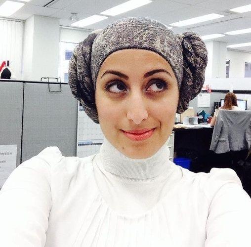 """Duas amarrações laterais transformam o lenço no cabelo da princesa Leia, de """"Star Wars"""""""