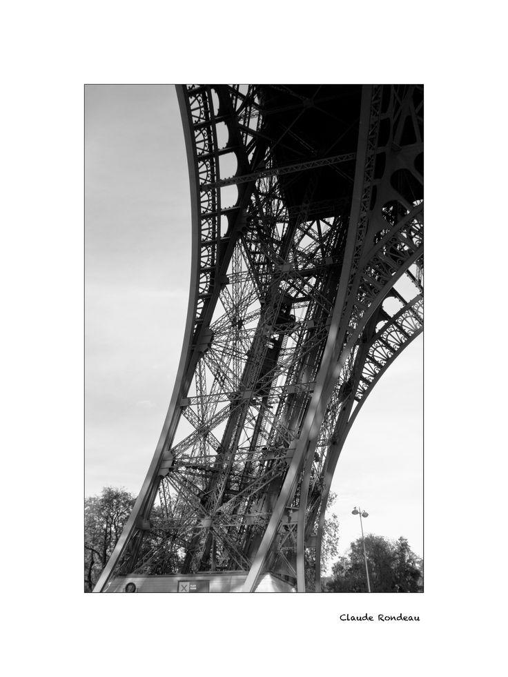 Paris, pilier tour Eiffel