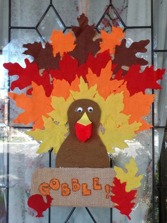 The Ultimate Pinterest Party, Week 122 Simple Thanksgiving Turkey Banner - made with burlap and felt leaves. Thanksgiving door decoration. Turkey decoration.