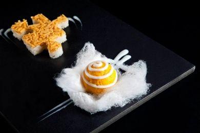 Helado de mango, arroz Thailandés con leche de coco y mango crujiente …pan de sésamo