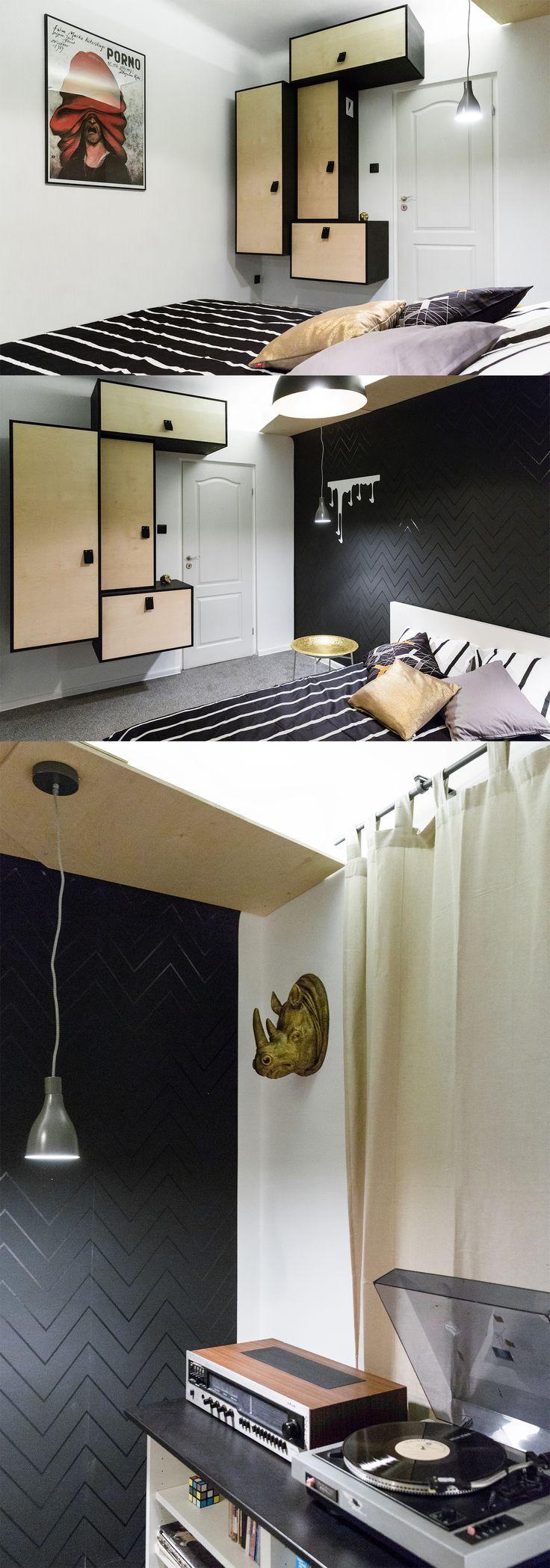 Sypialnia młodego mężczyzny. Lubi czarny kolor, lubi muzykę i lubi... wyrazistość. Tomasz osobiście wykonał tę kubistyczną szafę według własnego projektu.