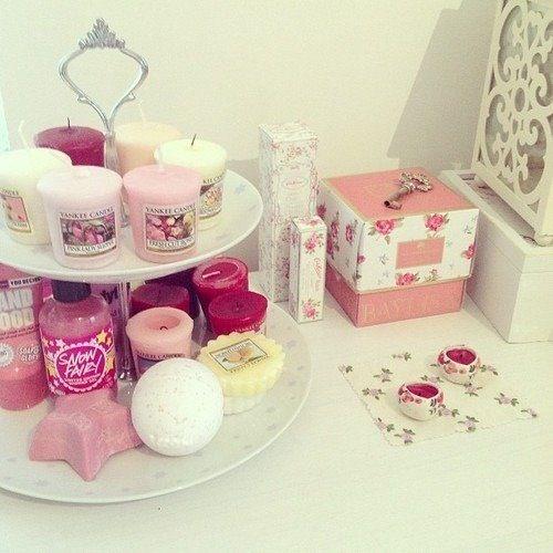 love using the cupcake stand for bathroom goodies... #feminine #girly
