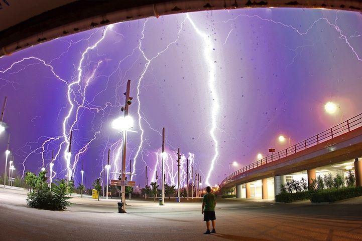 What better way is there to show both the beauty and power of nature than with these incredibly electrifying images of lightning? While sometimes it just t