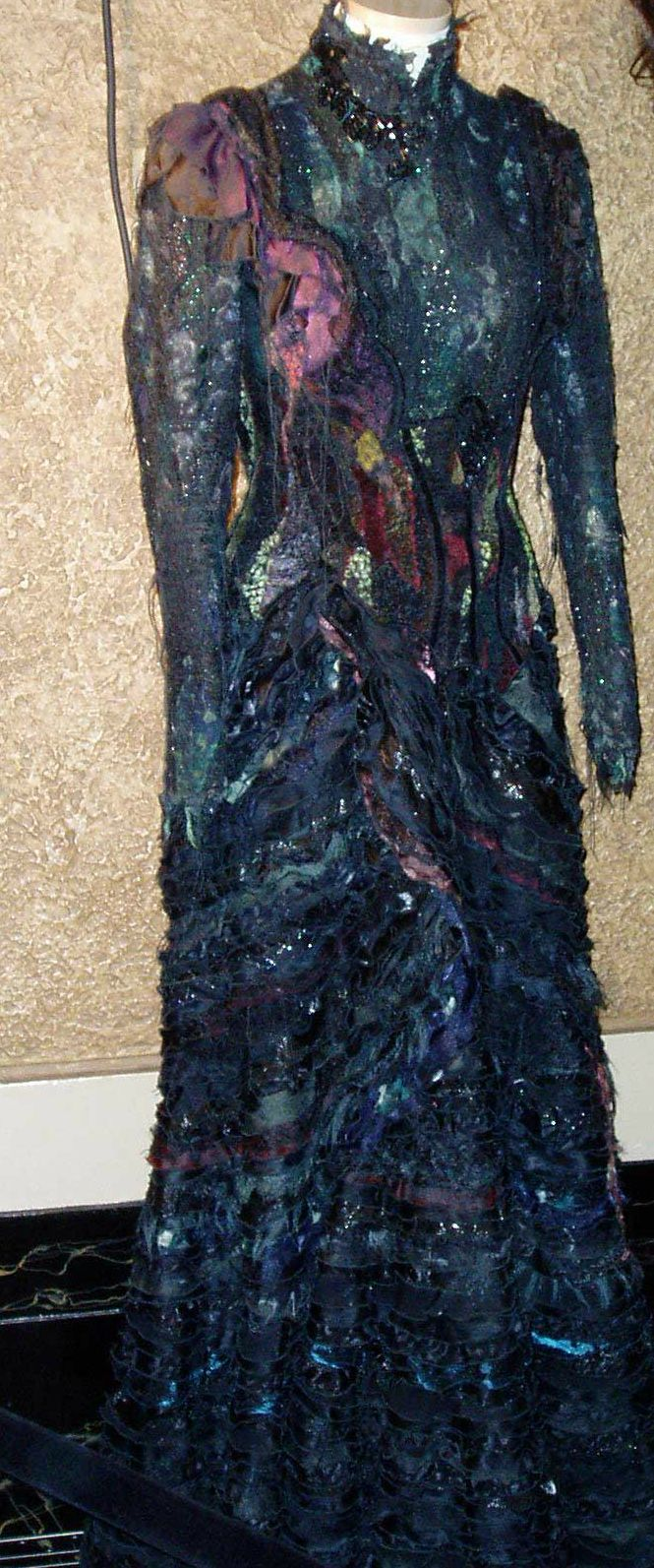 *swoon* Elphaba's costume in act 2 of Wicked will be forever gorgeous Call me crazy but this will be my wedding dress... I will also consequently, be green