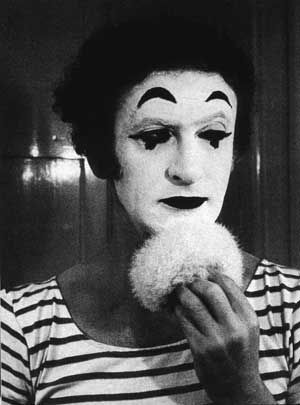 Marcel Marceau. Марсе́ль Марсо́ — французский актёр-мим, создатель парижской школы мимов