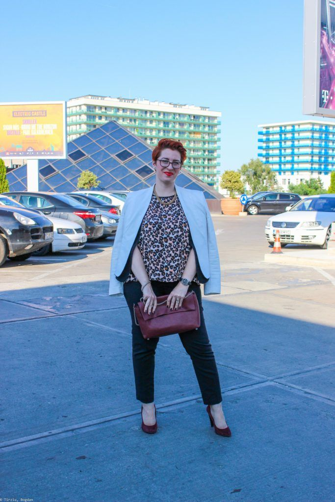 Animal print in your office outfit #plussizefashion #plussize #animalprint #officefashion