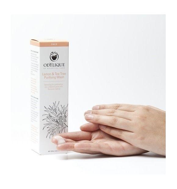 Żel do mycia twarzy cytryna & drzewo herbaciane - ODYLIQUE by Ess Care, 30ml  Oczyszczający żel do mycia twarzy z cytryną i drzewem herbacianym to wyjątkowo delikatny, antyseptyczny środek do codziennej pielęgnacji.   Żel dokładnie oczyszcza skórę usuwając także pozostałości makijażu i pozostawia ją czystą i odświeżoną.