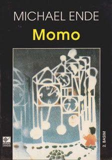 Michael Ende Momo Momo karşısındakileri, aptal insanların bile aklına parlak düşünceler getirtecek şekilde dinlerdi... Momo'nun yanında oynanan oyunlar başka hiçbir yerde oynanamazdı. Yaşanılan gün içinde çok büyük bir sır vardır. Bu büyük sır zamandır. Onu ölçmek için saatler ve takvimler yapılmıştır, ama bunlar hiçbir şey ifade etmez. Herkes çok iyi bilir ki, bazen bir saatlik süre insana ömür kadar uzun gelirken, bazen de göz açıp kapayıncaya kadar geçip gider. Çünkü zaman, yaşamın…