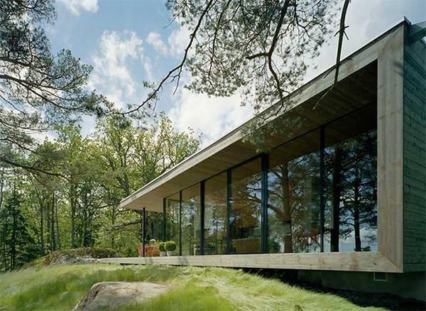 Inspiratiebeeld voor uitbouw. Een tuinkamer met ramen over de volle breedte, met zwevend terras, en dan een 'dak' van latten met de druif daarover als natuurlijke zonwering.