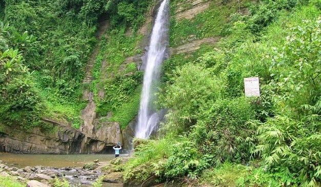 Madhabkunda Vodopád a Eco Park sa nachádza v Barlekha Upazila v Moulvibazar okresu Sylhet Division. Je to jeden z najväčších vodopádov v Bangladéši. Vodopád je populárny turistický bod v Bangladéši. Veľké balvany, okolité lesy, ako aj priľahlé prúdy priťahujú veľa turistov pre piknik strán a výlety.