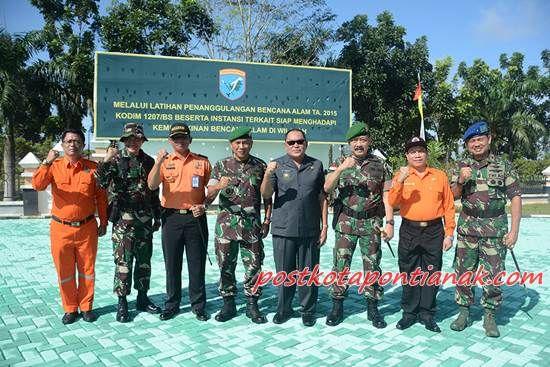 Ket Foto bersama : Panglima Kodam XII/Tanjungpura, Toto Rinanto S. Mayor Jenderal TNI dan Bupati Kubu Raya./ doc. Pendam XII/Tpr
