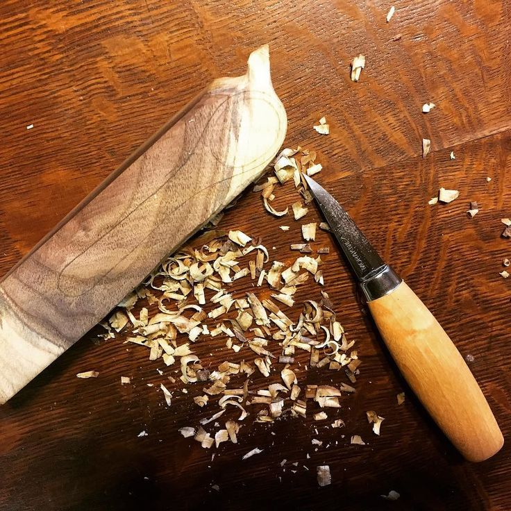 I was given a couple of beautiful carving tools for Christmas so I am trying out carving! This is my first attempt in progress... #carving #newbie #woodenspoon #handcarving #thetimidtortoise