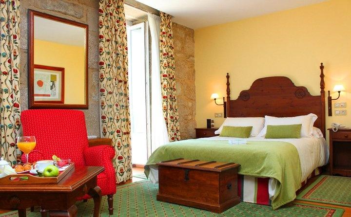 Habitación en el hotel Virxe da Cerca, en Santiago. Virxe da Cerca hotel room, in Santiago.