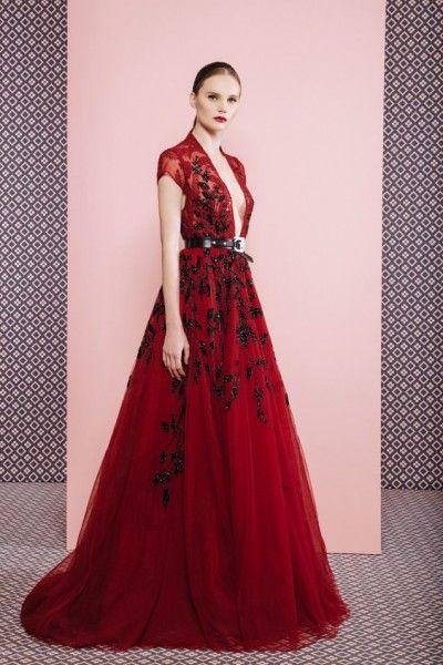 Длинное красное платье с блестками