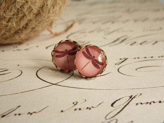 Powder red dragonfly earring, bronze earring, stud earring, glass jewelry, glass dome earring, pastel, autumn, forest,