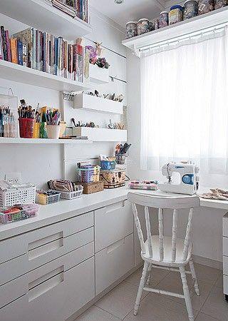 Need shelves like this..  (Foto: Pedro Abude/Casa e Jardim) canto de costura