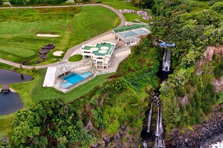 Better view of the 'Waterfalling Estate' on the Hawaiian coast.