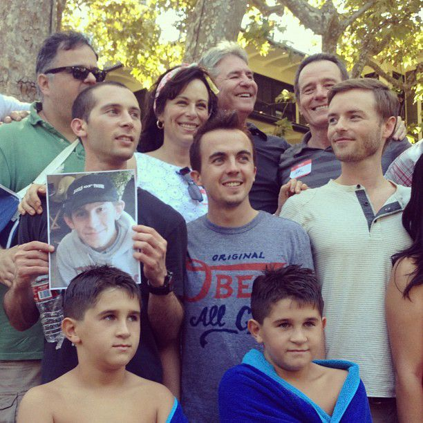 A Malcolm in the Middle Cast Reunion. I love how Reese holds up a picture for Dewey!