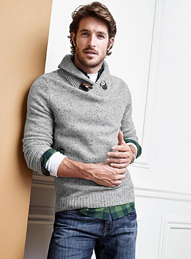 Exclusively from Le 31 for men     From our total comfort, warm Knit collection   Rustic style with a cocoon-like shawl collar over faux-wood buttons   Contrasting elbow patches   Soft lambswool blend with a tweed-like texture    The model is wearing size medium