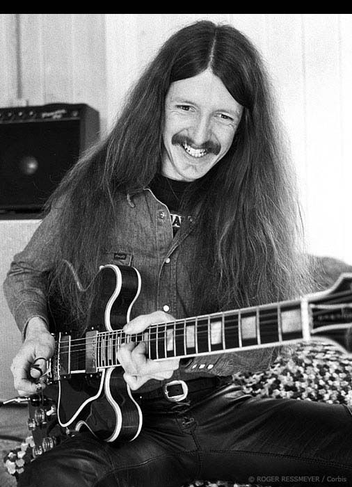 Patrick Simmons, long time member of The Doobie Brothers turns 67 today - he was born 10-19 in 1947.