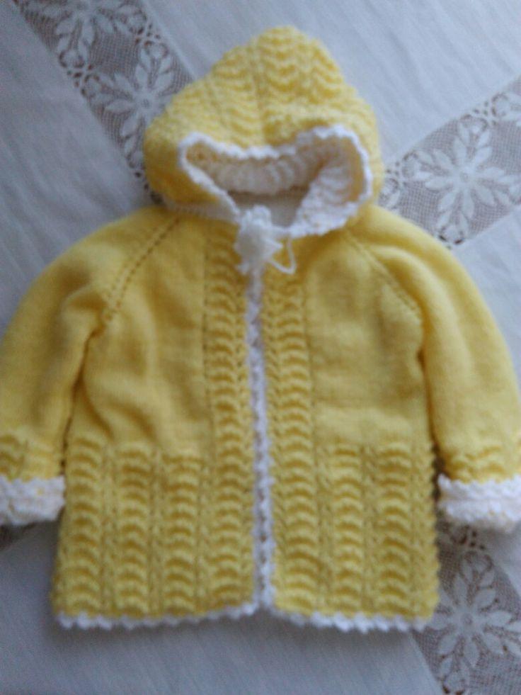 Sarı beyaz iki renkli bebek hırkası
