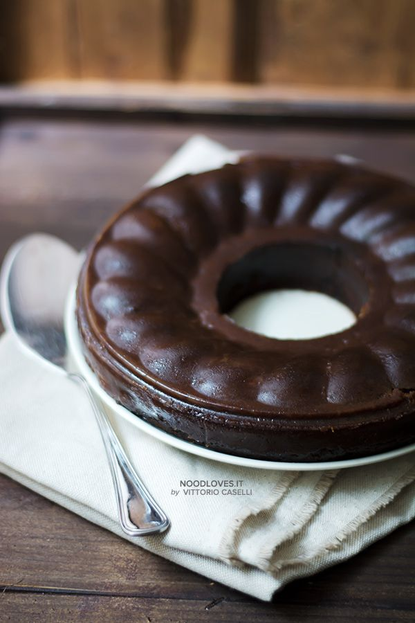 Castagnaccio morbido al cioccolato ...quando da un errore esce qualcosa di inaspettatamente buono!  La ricetta su http://noodloves.it/castagnaccio-morbido-cacao-kaki/  #Castagnaccio #Cioccolato #Autunno #Dessert #Merenda #PausaCaffè #Ricetta #Dolci #SenzaBurro