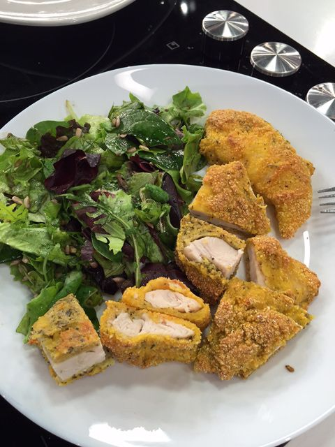 Imaginea reprezentativa pentru articolul: Snitele de pui la cuptor, cu salata