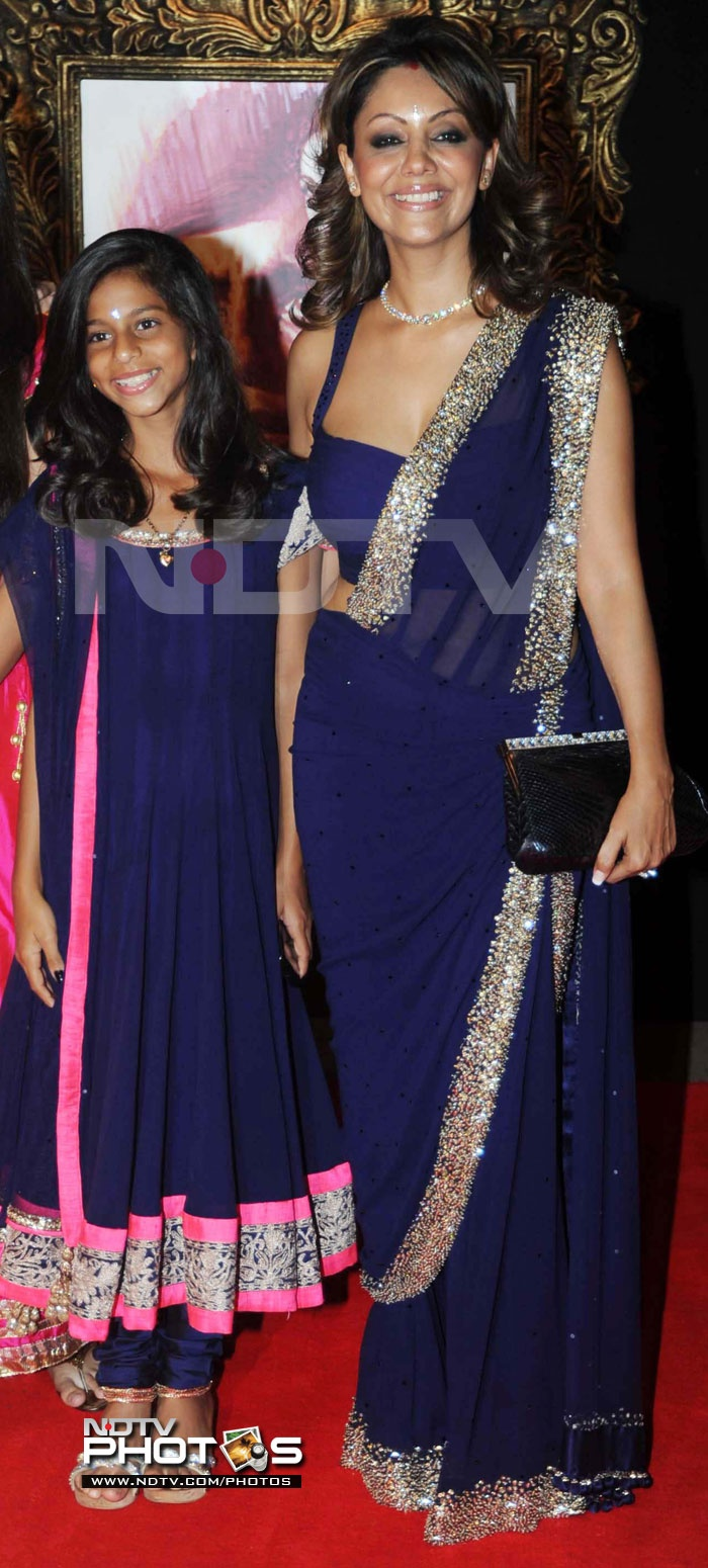 Jab Tak Hai Jaan Premiere: Shah Rukh Khan's wife Gauri Khan and daughter Suhana were colour co-ordinated for the event