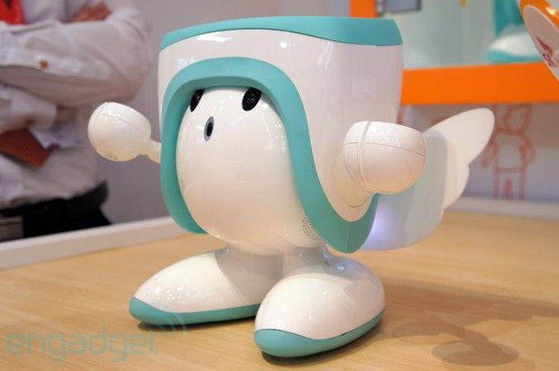 SK Telecom's Atti learning robot hands-on (video)