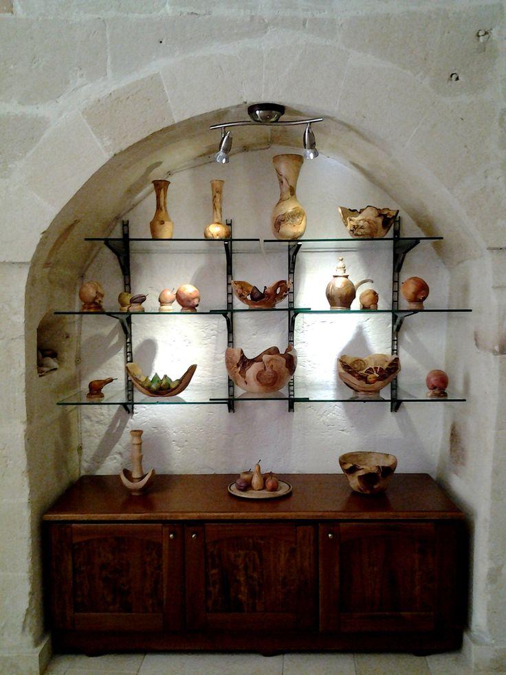 #Manufatti #legno #ulivo. #Artifacts #made of #olive #wood. #Objets en #bois #olivier.