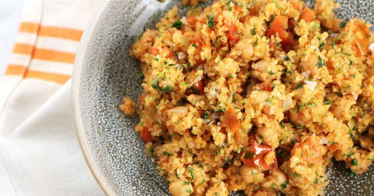 En väldigt enkel och god rätt som består av bulgur, färska tomater, kikärter och persilja.