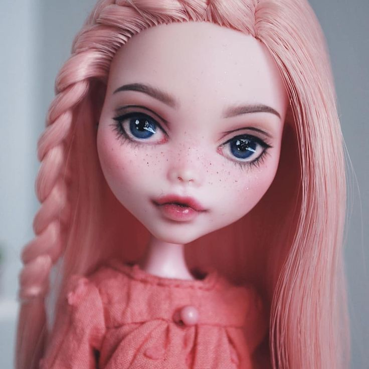 "Monster High repaint ""Daisy"" by Ina @inatinkerina on Instagram"