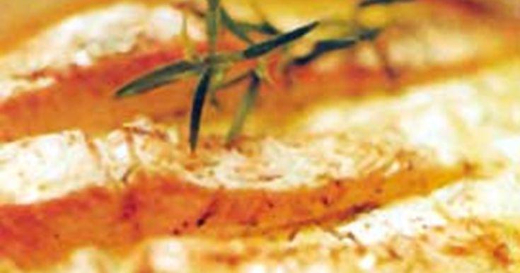 Lax kryddad med rosmarin i en god och spännande sås på grädde och apelsinjuice. Snabbt och enkelt!