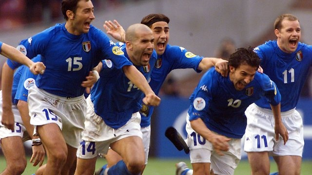 EURO 2000  Another success ... Del Piero joins Italy players Mark Iuliano, Luigi Di Biagio, Fabio Cannavaro and Gianluca Pessotto to celebrate penalty shoot-out win over Netherlands in Euro 2000 semi-final. Source: AP #ADP