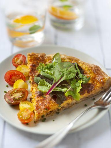 Tarte de potimarron et oignons caramélisés http://www.marmiton.org/recettes/recette_tarte-de-potimarron-lardons-et-oignons-caramelises_95054.aspx